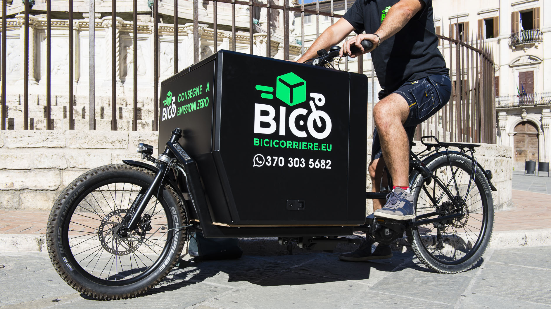 BIKE MESSENGER CON CARGO BIKE BCARGO